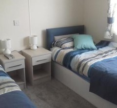 Luxury 6 berth lodge at Quince 10 2
