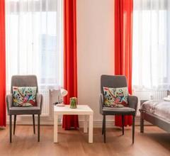 City Studio Apartment for 2, near Sonnenallee 2