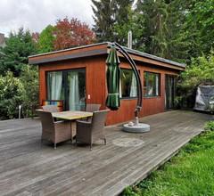Cottage mit Pool und großem Garten 2
