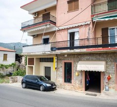 Traditional house with seaview, next to the beach 2