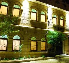 Kamelya Cave Hostel 1