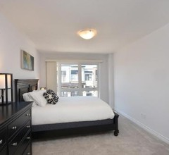 Royal Stays - Townhome Collection in Oakville ON 2