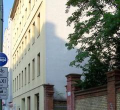 Courtyard Apartment (LIALI) 2