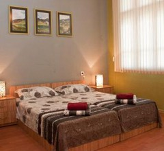 Hostel Mostel Hub Rooms and Apartments 2