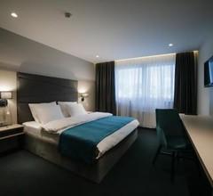 Hotel Bank 2