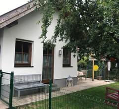 Knusperhaus mit Garten 1