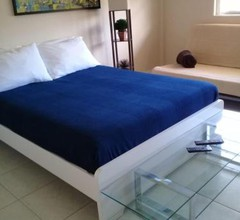 1 bedroom, 6 people - walk from the Beach, Shopping Mall and Restaurants 1