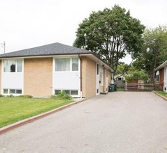 Cozy 3BR 2Bth Suite, A min to Hwy401, 404 & DVP 1