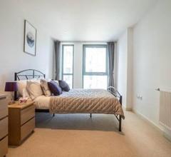 DPS Contemporary Brentford Apartment 1