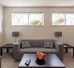 Super Convenient Cozy Suite - Close to Downtown! 1