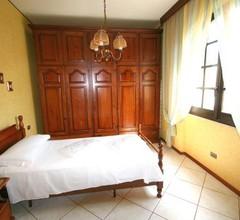 Flumini Villa Sleeps 10 Pool Air Con WiFi 1