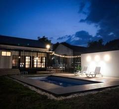 Ban Rub Lom Pool Villa 2
