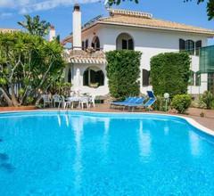 Flumini Villa Sleeps 10 Pool Air Con WiFi 2