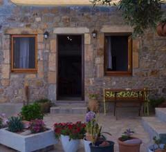 Manos House in Chora 2