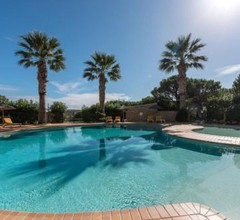 2 bedroom townhouse with shared pool on golf complex 2
