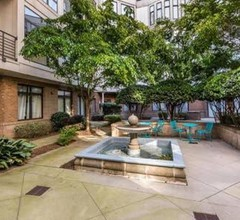Beautiful Uptown Condo in the City Center 2