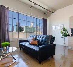 Modern Loft with Rooftop Lounge in DTLA 2