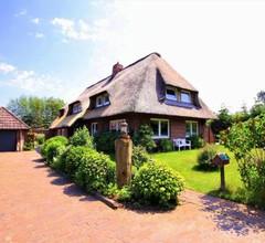 Iris - Reetdachhaus Petersen 2