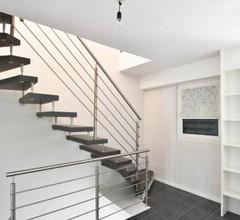 Hochwertig eingerichtetes Haus mit großer Terrasse in Köln-Rath 1