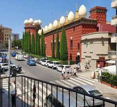 Apartamentos enfrente del Museo Dalí 2