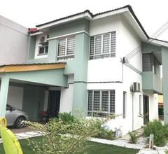 Emma Homestay, Bandar Tasik Puteri - 5 bedrooms, 3 bathrooms 1