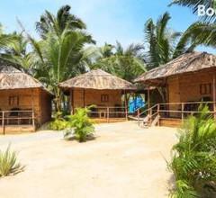 Blue Corner Beach Huts & Restaurant 2