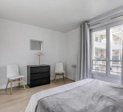 Bright apartment close to the center of Paris 1