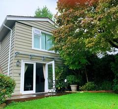 Bright cozy home in north vancouver 2
