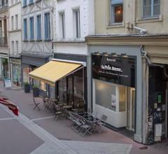 Studio calme, refait à neuf, hypercentre, proche Gare SNCF 2