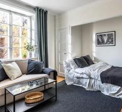 Vibrant apartment in Stockholm's coolest area 2