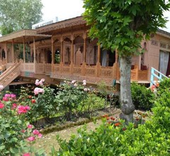 The Heritage Group Of Houseboats 2