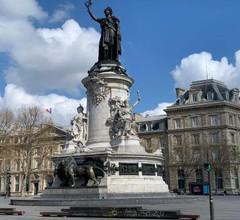 806 Suite Magic, Beautiful APT, Door of Paris 2