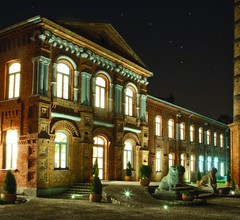 Royal Hotel 2