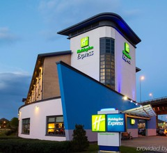 Holiday Inn Express Glasgow Airport 2