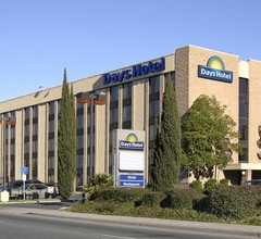Days Hotel by Wyndham Oakland Airport-Coliseum 1
