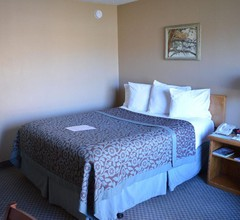 Days Inn by Wyndham Thermopolis 2