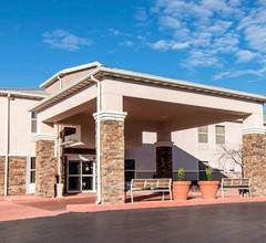 Comfort Inn & Suites Junction City - near Fort Riley 2