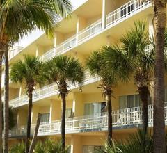 Days Hotel by Wyndham Thunderbird Beach Resort 1