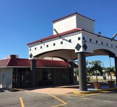 Days Inn by Wyndham Fort Myers 2