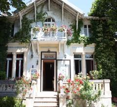 Hostellerie Le Chalet Fleuri 1