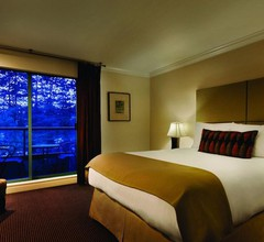Executive Suites Hotel Metro Vancouver 2