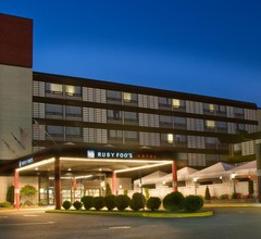 Hotel Ruby Foo's 1