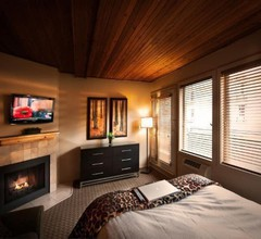 Mountain Side Hotel Whistler by Executive 1