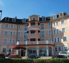 Green Hotel 2