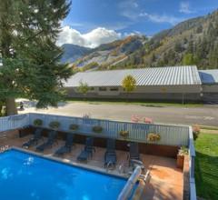 Shadow Mountain Lodge 2