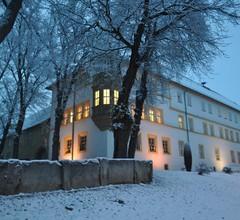 Schlosshotel Am Hainich 1