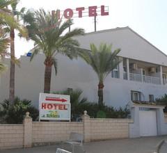 Hotel La Riviera 2