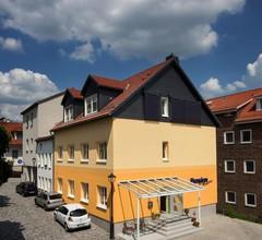 AM Kirchplatz Garni 1