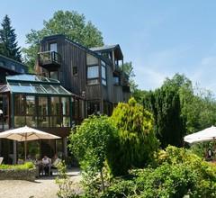 Hostellerie La Claire Fontaine 1