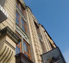 St. Clair Hotel - Hostel 1